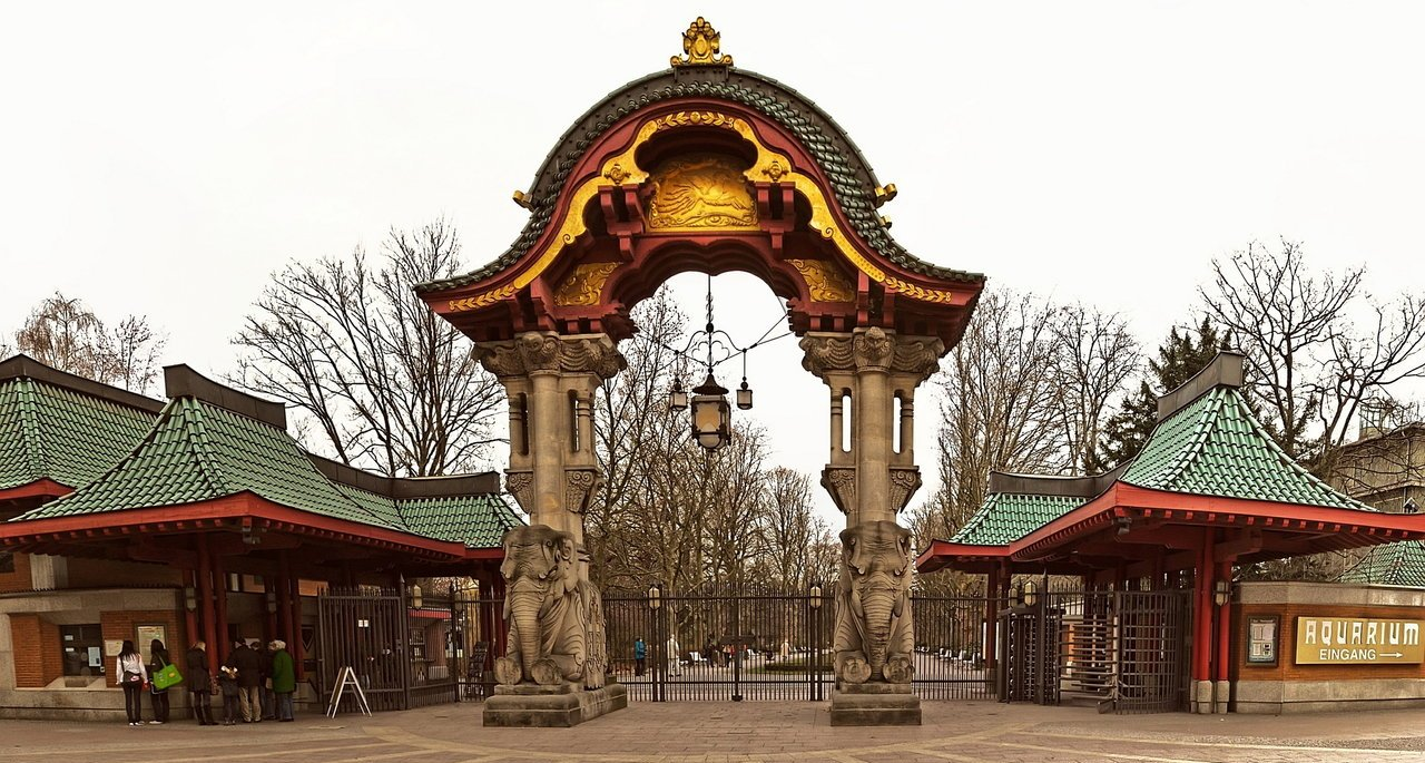berlin___zoo_entrance_by_pingallery-d3bre38